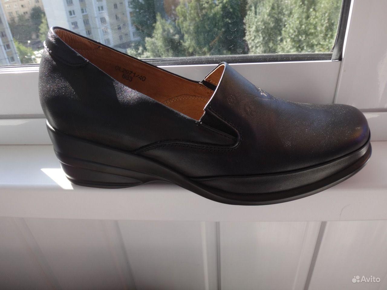 Плащ сон новые туфли на высоком каблуке высоким берцем подходит