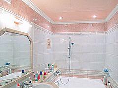 дизайн потолков ванной комнате фото