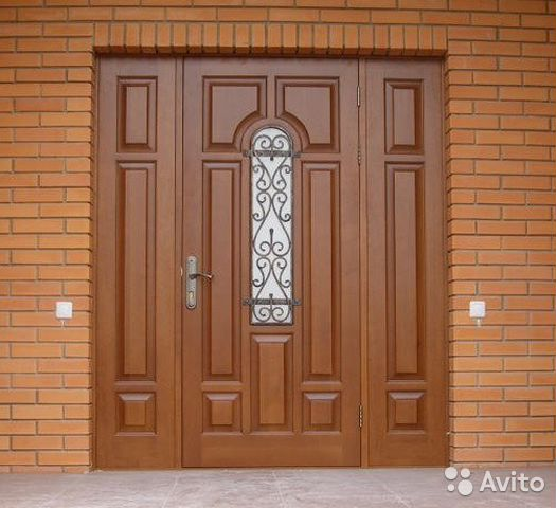 входная дверь в загородный дом на заказ